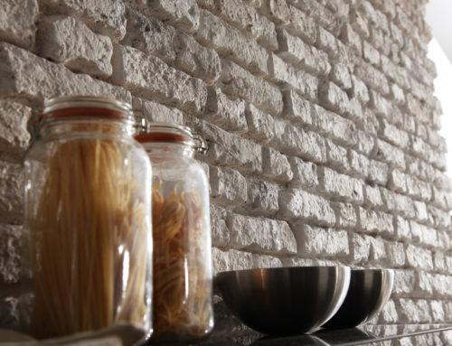 Плитка под старинный кирпич в интерьере кухни